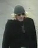 Nach Auswertung der U-Bahnhof-Überwachungskamera liegen nun Bilder des Täters mit der Maskierung vor (Foto: xity)