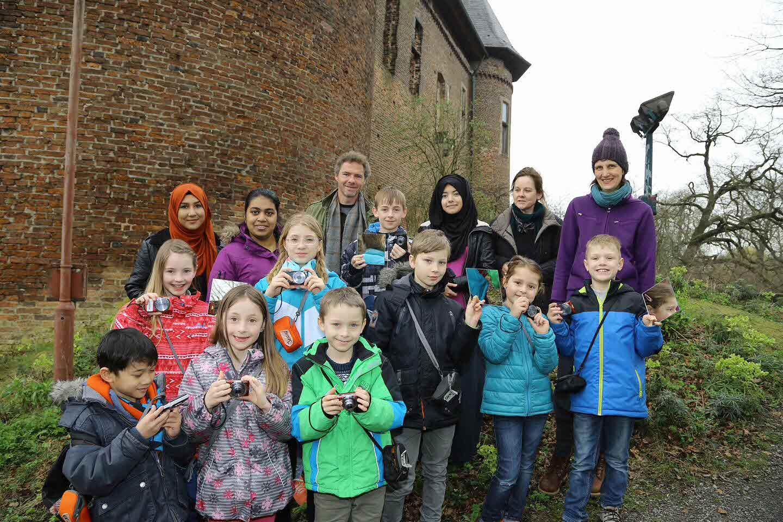 Kinder und Jugendliche erkunden Museen in Linn (Foto: Stadt Krefeld, L. Strücken)
