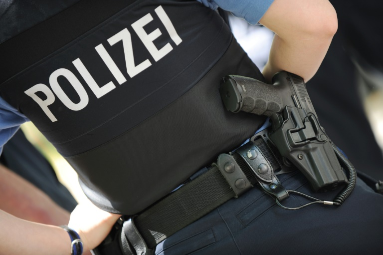 Sexspielzeug in Mülleimer ruft Bombenräumkommando auf den Plan (© 2016 AFP)
