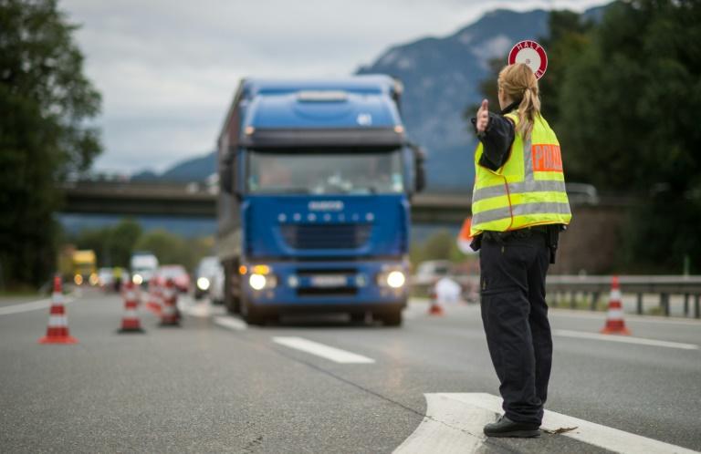 Seehofer hält Streit um Grenzkontrollen nach Gespräch mit Merkel für beigelegt (© 2016 AFP)