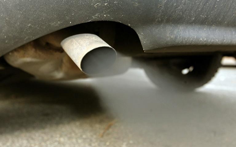 Dobrindt gegen blaue Plakette für Autos mit geringem Schadstoff-Ausstoß (© 2016 AFP)