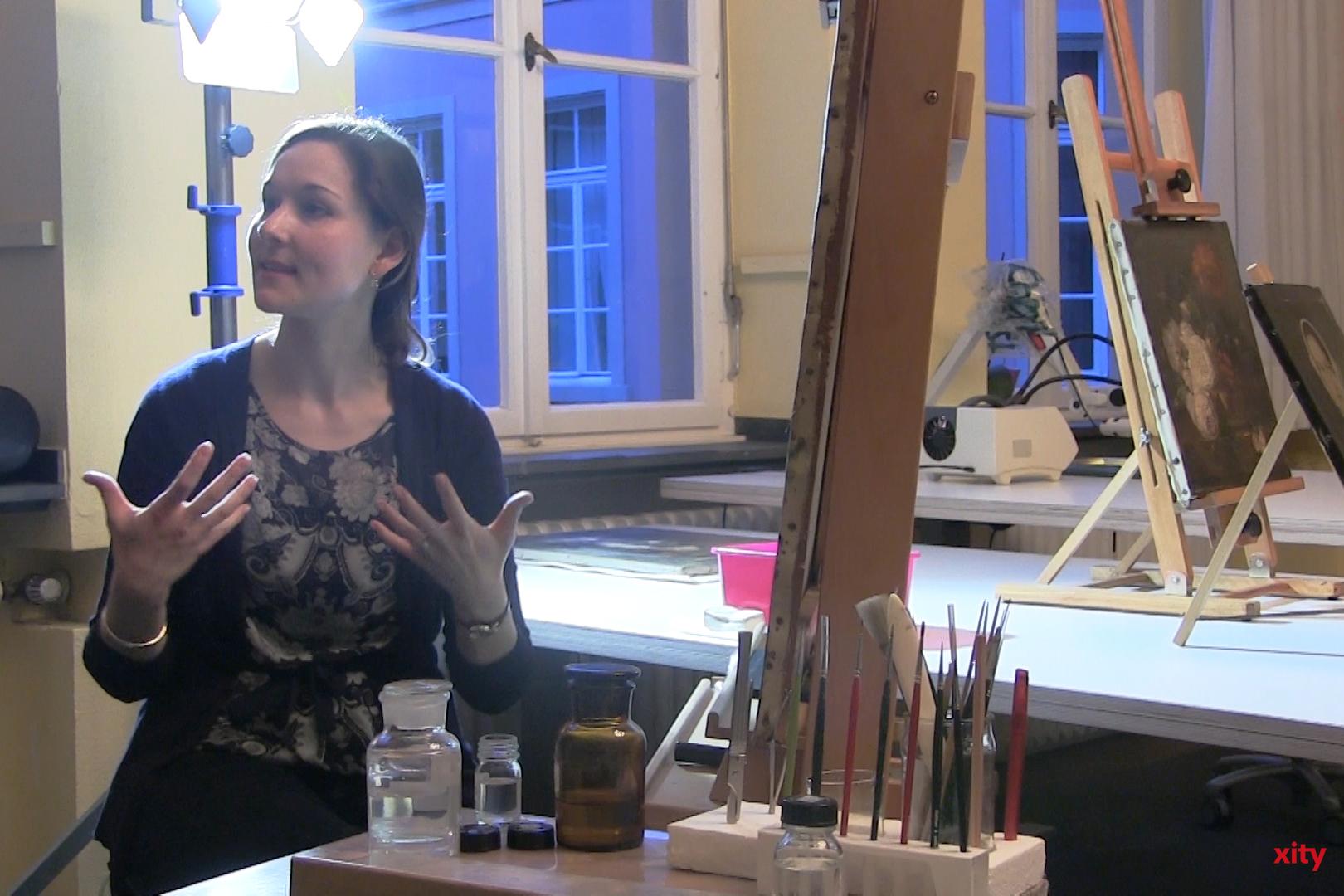 Das Rahmenmuseum Conzen gab den Besuchern die Möglichkeit, einer Restauratorin über die Schulter zu blicken (Foto: xity)