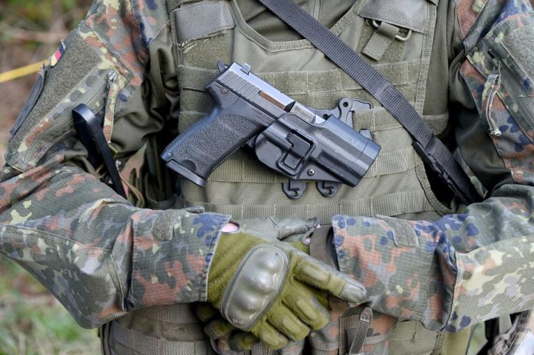 Kabinett verlängert Bundeswehr-Einsätze in Mali und vor somalischer Küste (© 2016 AFP)
