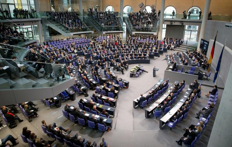 Lammert will Zahl der Abgeordneten durch neues Wahlrecht auf 630 begrenzen (© 2016 AFP)