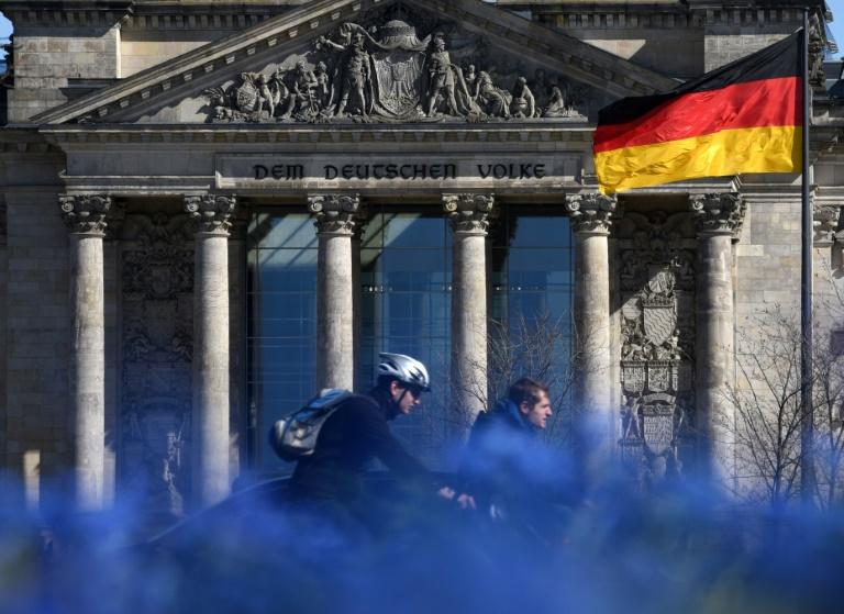 Bundestag befasst sich mit Korruption im Gesundheitswesen (Foto: Ralf Hirschberger/dpa)