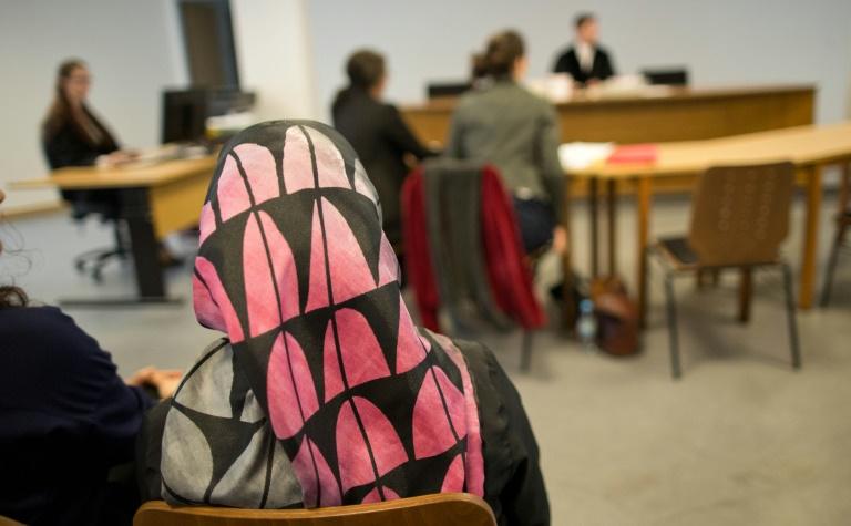 Keine Entschädigung für erfolglose Lehramtsbewerberin mit Kopftuch (© 2016 AFP)