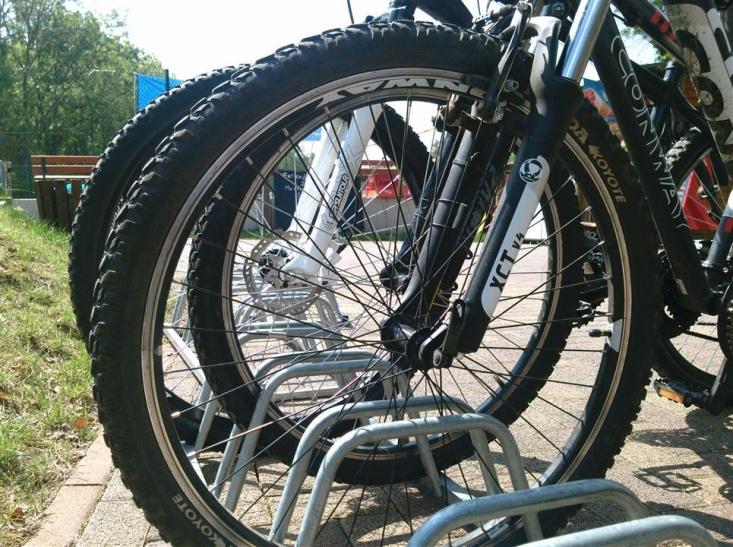 Seit dem 13. April stehen auf dem Ahrensplatz am Flughafen-Fernbahnhof 40 neue Fahrradboxen zur Verfügung (Foto: xity)