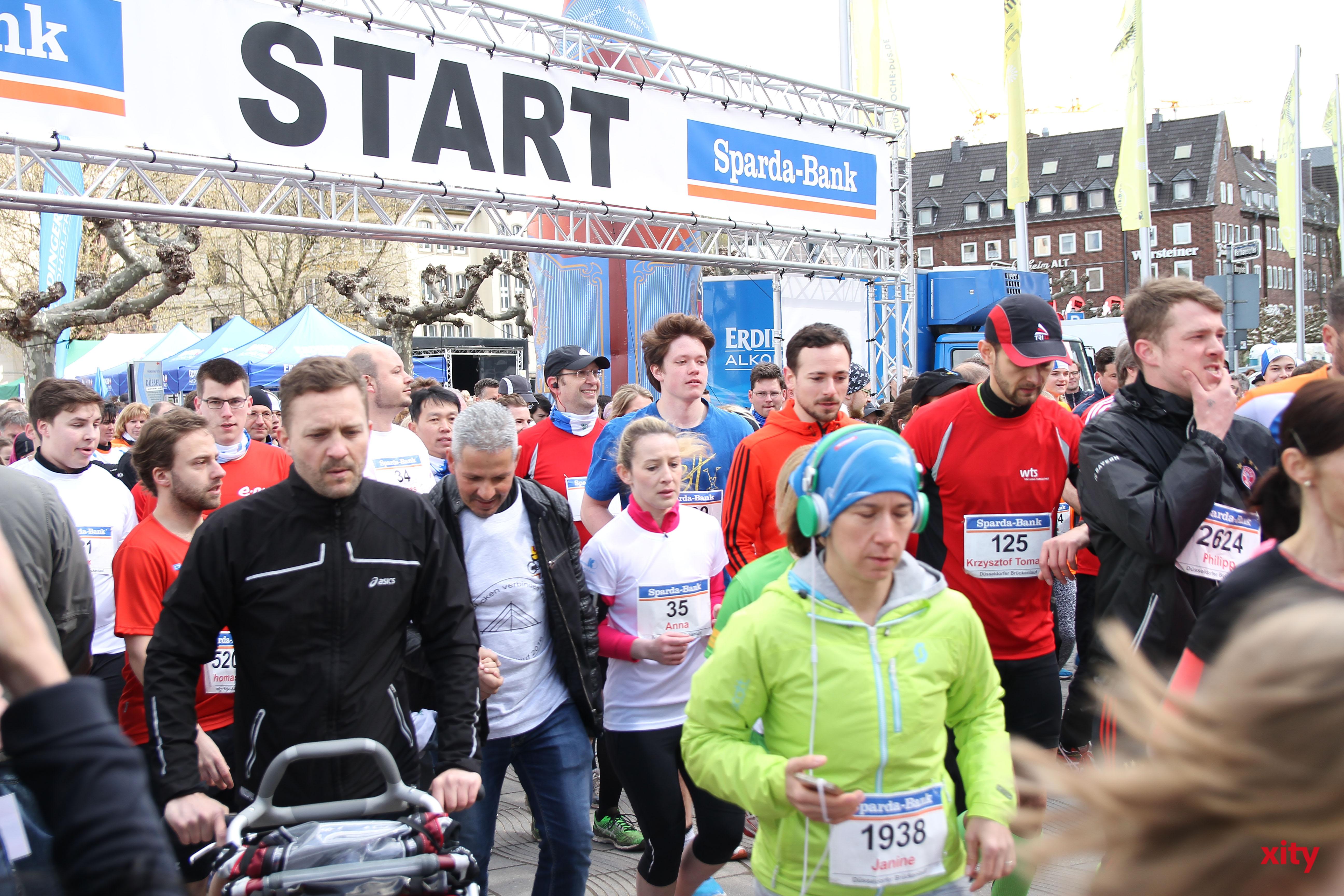 4.600 Teilnehmer liefen bei guten Wetter am Rhein entlang (Foto: xity)