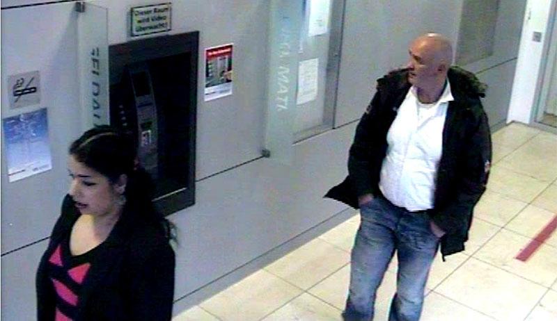 Wer kennt die Betrüger?(Foto: Polizei Düsseldorf)