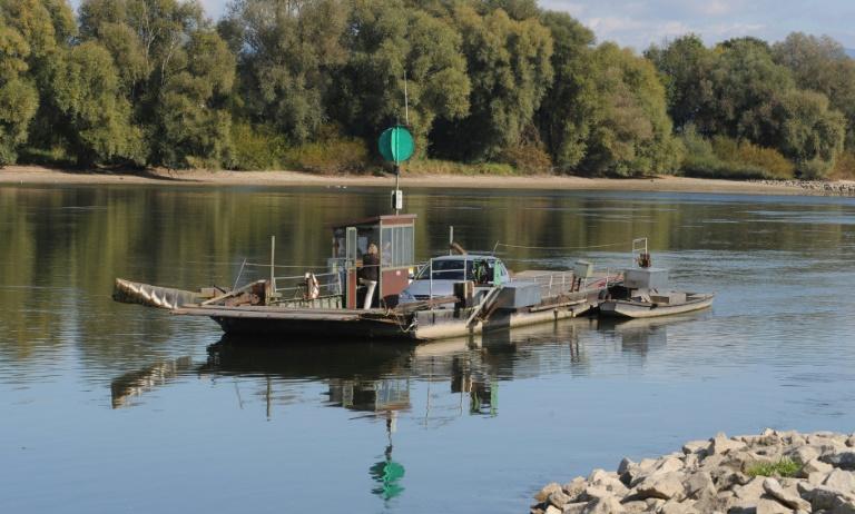 Donaufähre mit drei Menschen an Bord bei Mariaposching in Bayern gesunken (© 2016 AFP)