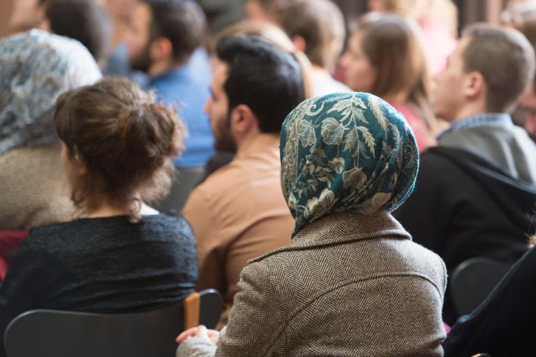 Studie: Beschäftigte mit Migrationshintergrund beim Bund unterrepräsentiert (© 2016 AFP)