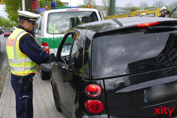 Ab heute kontrollieren die Beamten der Polizei Münster auf der Autobahn 1 verstärkt die Autofahrer (Foto: xity)