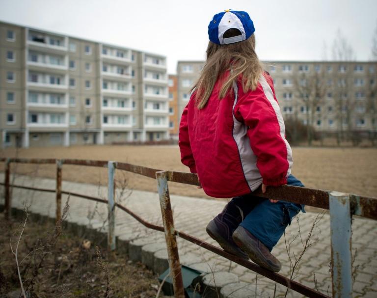 Jedes siebte Kind in Deutschland auf Hartz IV angewiesen (© 2016 AFP)