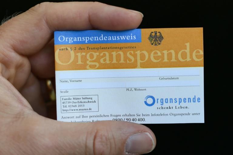 Etwa jeder dritte Deutsche hat einen Organspendeausweis (© 2016 AFP)