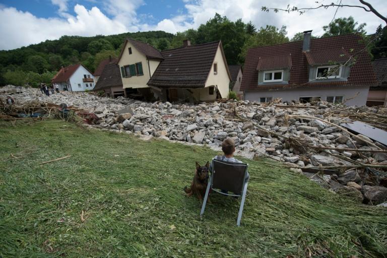 """Seehofer """"tief betroffen"""" von Hochwasserkatastrophe in Niederbayern (© 2016 AFP)"""