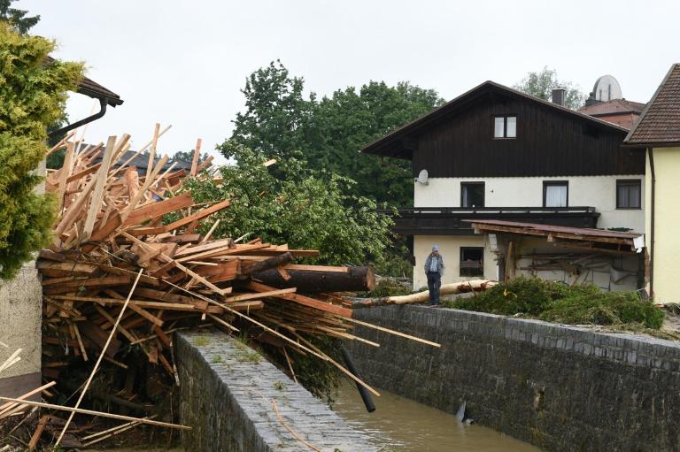 Mindestens vier Hochwassertote in Bayern und Überschwemmungen in NRW (© 2016 AFP)