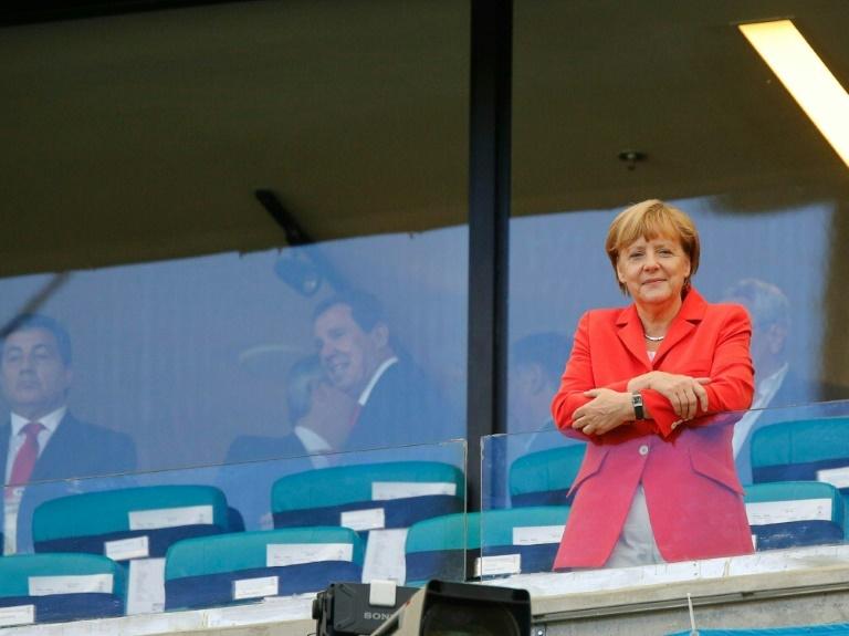 """Merkel: Fußball-Nationalmannschaft """"total motiviert"""" für EM (© 2016 AFP)"""