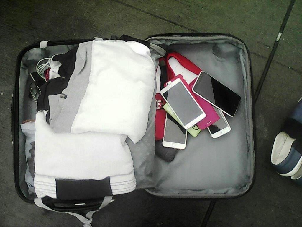 28 Smartphones sichergestellt. (Foto: OTS)