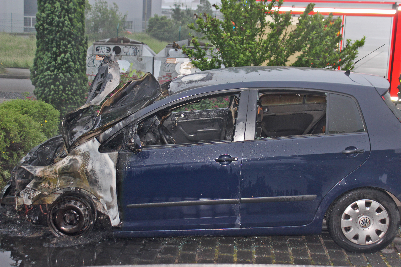 Polizei ermittelt nach PKW-Brand  (Foto: OTS)