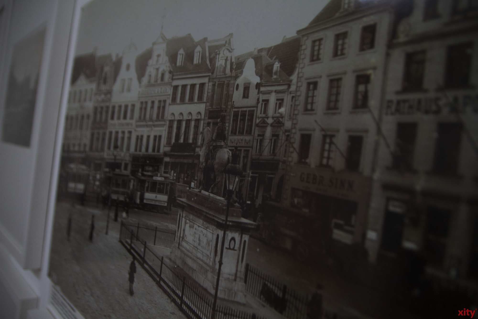 Die Ausstellung zeigt Fotografien vom Jan Wellem Denkmal (Foto: xity)