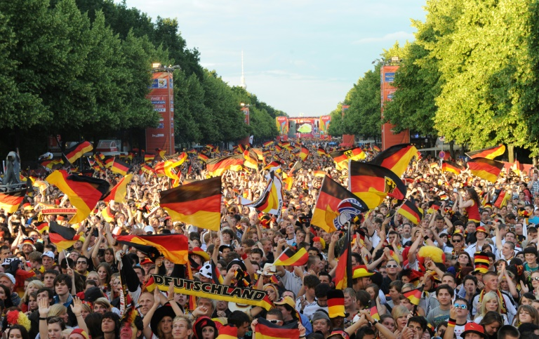 Sachsens Landtagspräsident: Alle Nationalspieler müssen die Hymne singen (© 2016 AFP)