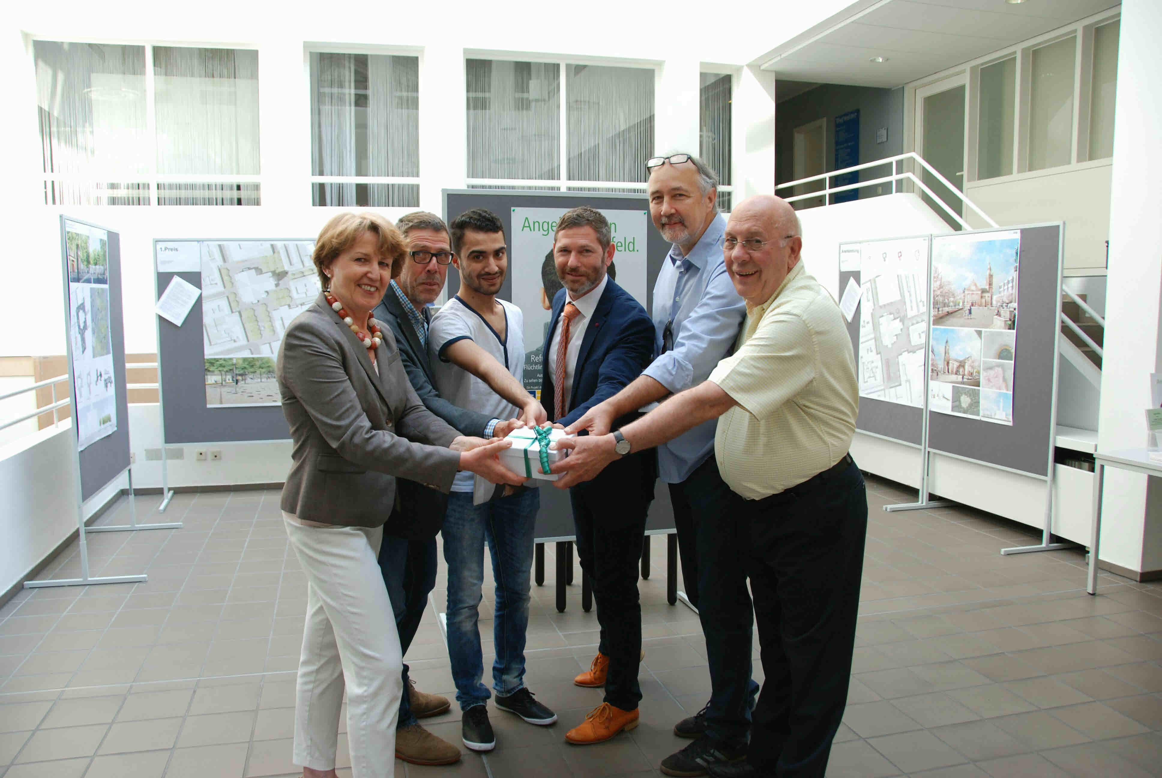 Dr. Inge Röhnelt, Paul Maaßen, Ammar Alhomada, Michael Passon, Joachim Watzlawik und Josef Schwalbach (Foto: Stadt Krefeld)