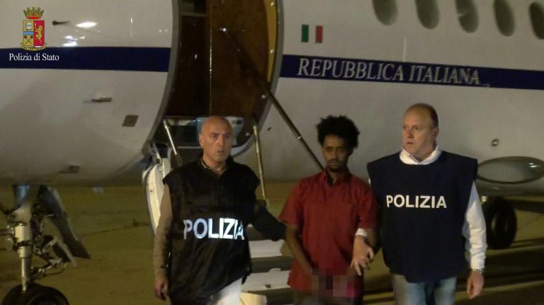 Eritreischer Menschenschmuggler nach Italien ausgeliefert (© 2016 AFP)