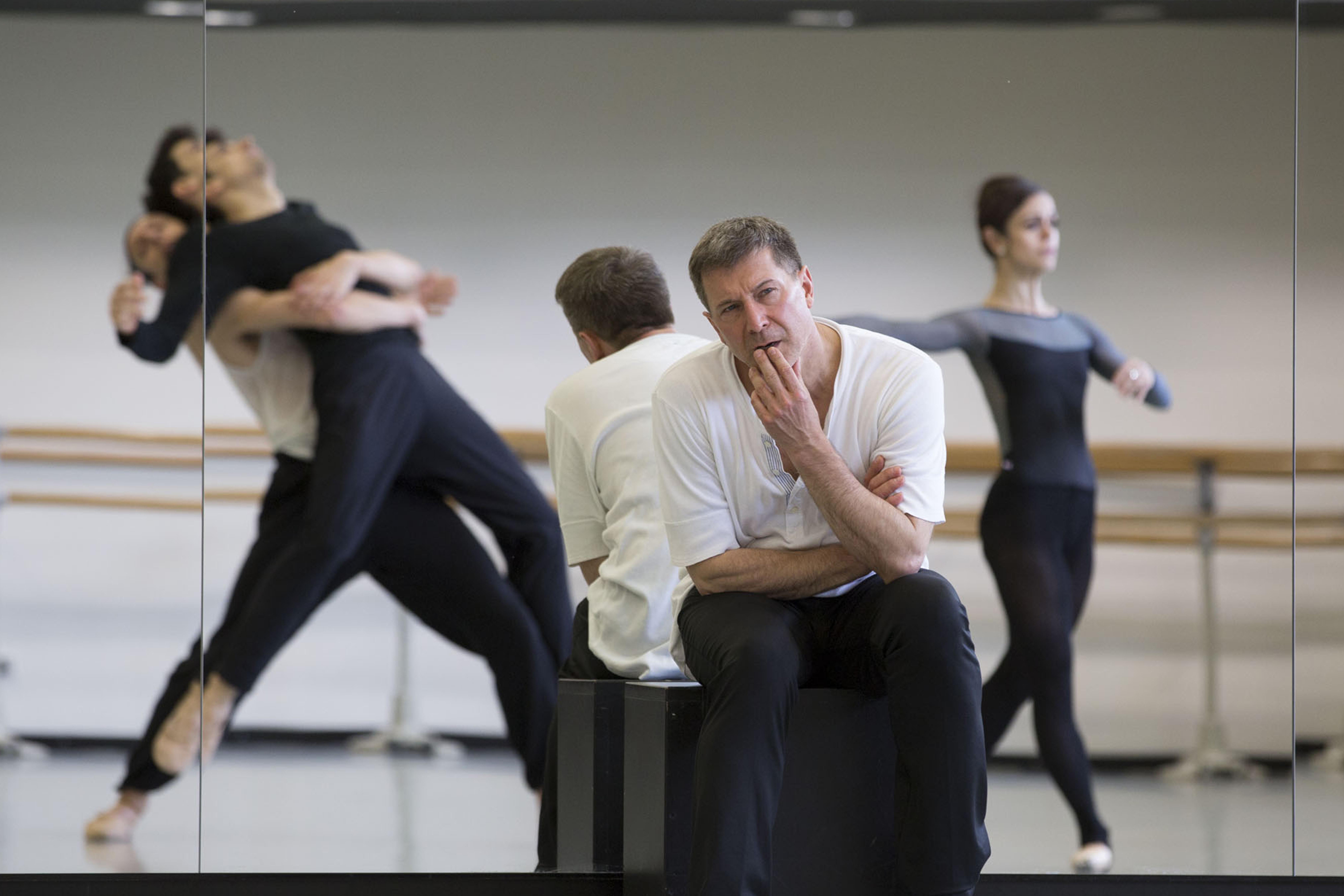"""Neues Schläpfer-Ballett """"MÖNCHE UND NONNE. Für mich..."""" feiert Uraufführung (Foto: Gert Weigelt)"""