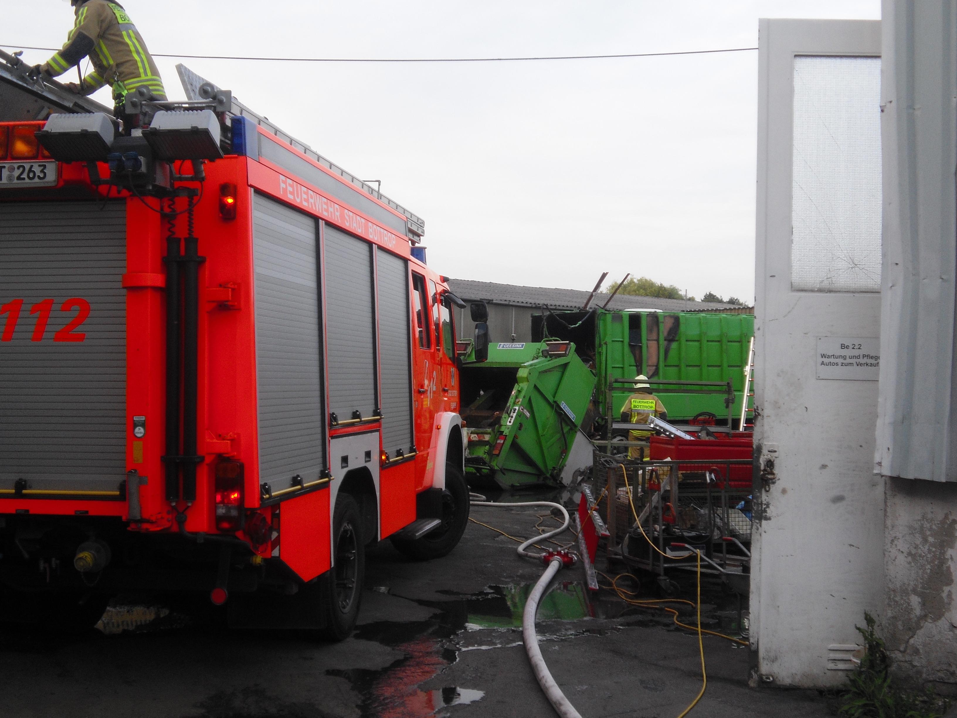 Brand eines Müllwagens (Foto: OTS)
