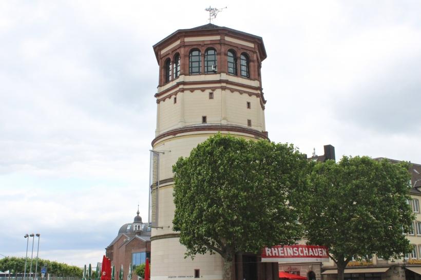 Die Vorbereitungen für die Sanierung des Schlossturms in der Düsseldorfer Altstadt sind bereits im vollen Gange (Foto: xity)