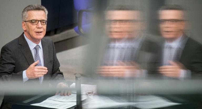De Maizière ruft Grüne in Debatte über sichere Drittstaaten zur Zustimmung auf (© 2016 AFP)