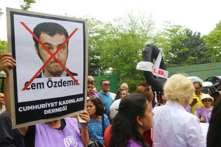 Türkischstämmige Bundestagsabgeordnete stehen unter verstärktem Polizeischutz (© 2016 AFP)