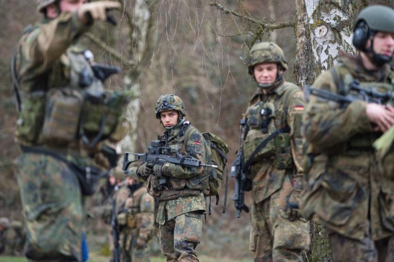 Von der Leyen für gemeinsame Übungen von Polizei und Bundeswehr zur Terrorabwehr (© 2016 AFP)