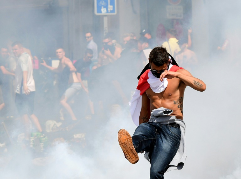 Bundestagspolitiker fordern schärferes Vorgehen gegen Hooligans (© 2016 AFP)