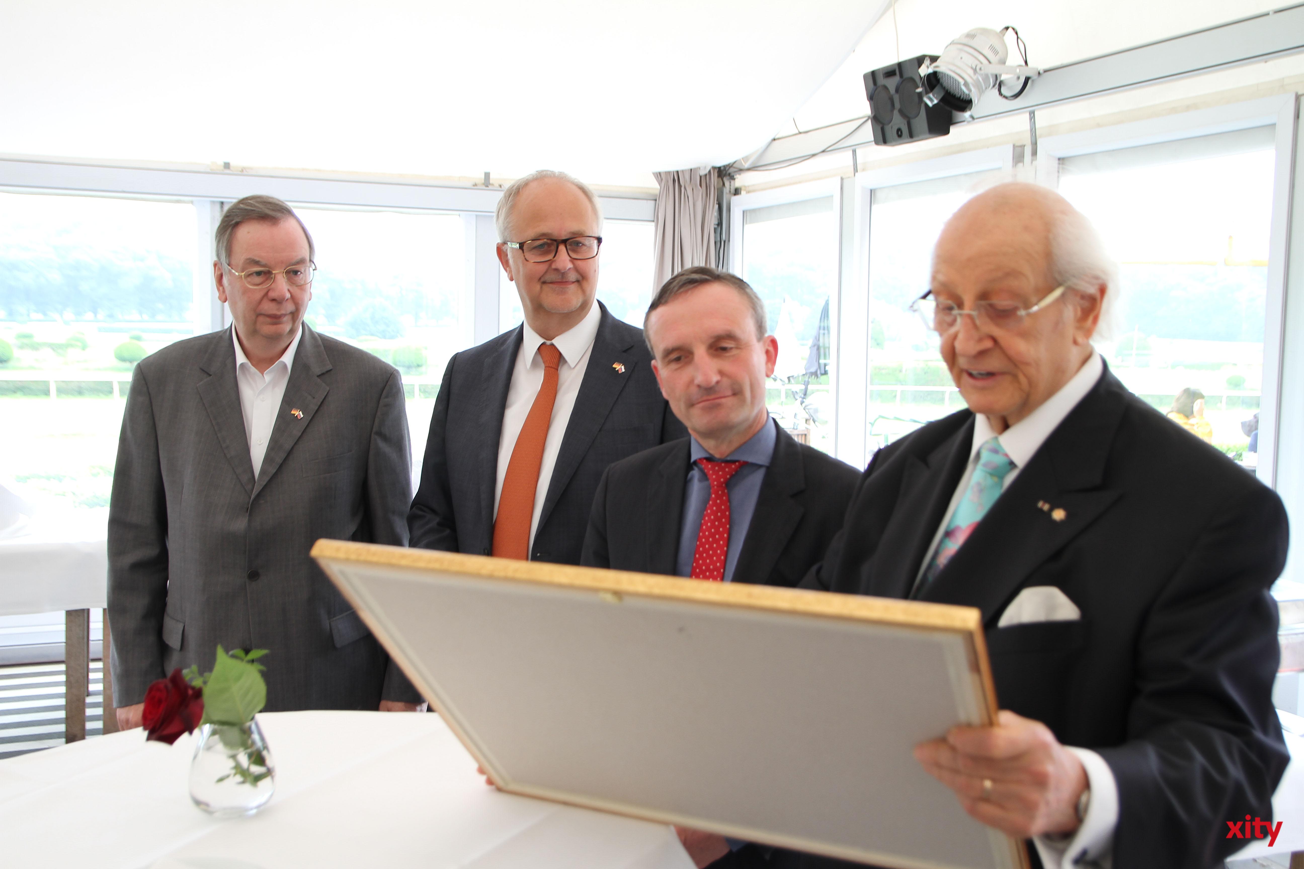 Düsseldorfs Oberbürgermeister Thomas Geisel wurde zum Ehrenmitglied ernannt (Foto: xity)