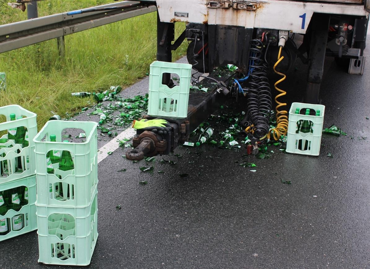 Wasserkästen verursachten Verkehrsstörung (Foto: OTS)