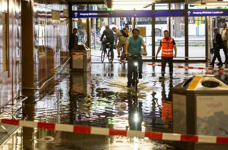 Überschwemmungen nach Starkregen im Rhein-Main-Gebiet (© 2016 AFP)