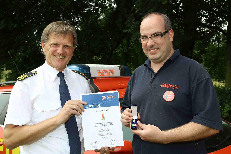 Am Ende erhielten die Teilnehmer die Auszeichnung des Deutschen Feuerwehrverbandes (Foto: Stadt Krefeld, L. Strücken)