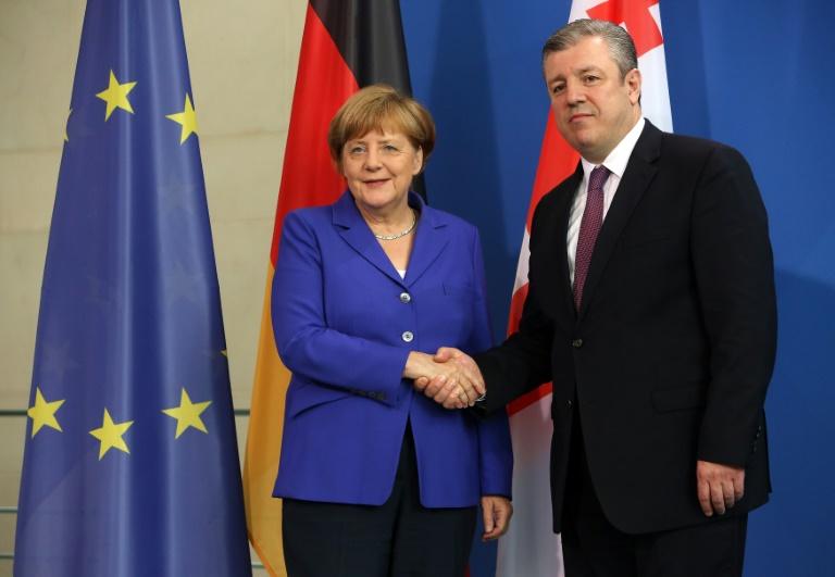 Merkel geht von baldiger Visafreiheit für Georgien aus (© 2016 AFP)