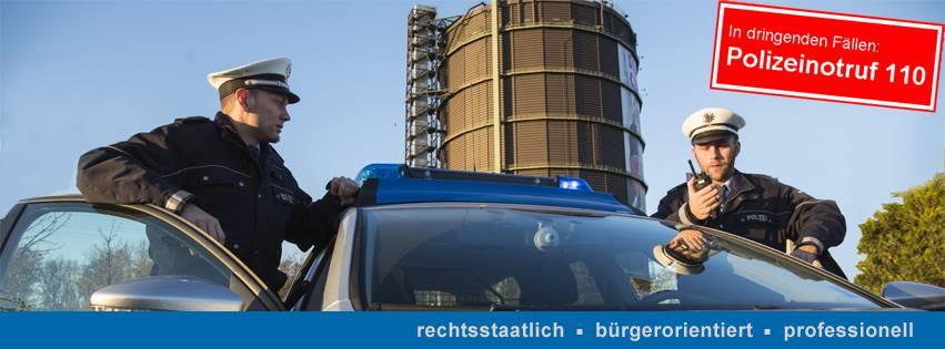 Beamte kontrollieren ein Fahrzeug(Foto: OTS)