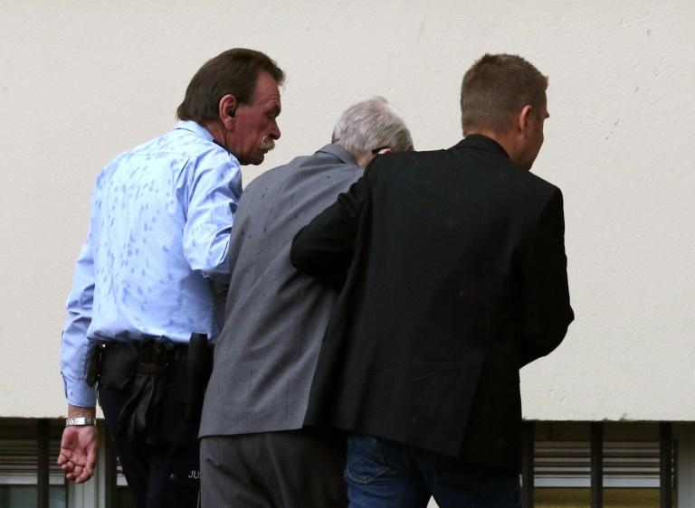 Früherer Auschwitz-Wachmann Reinhold H. zu fünf Jahren Haft verurteilt (© 2016 AFP)
