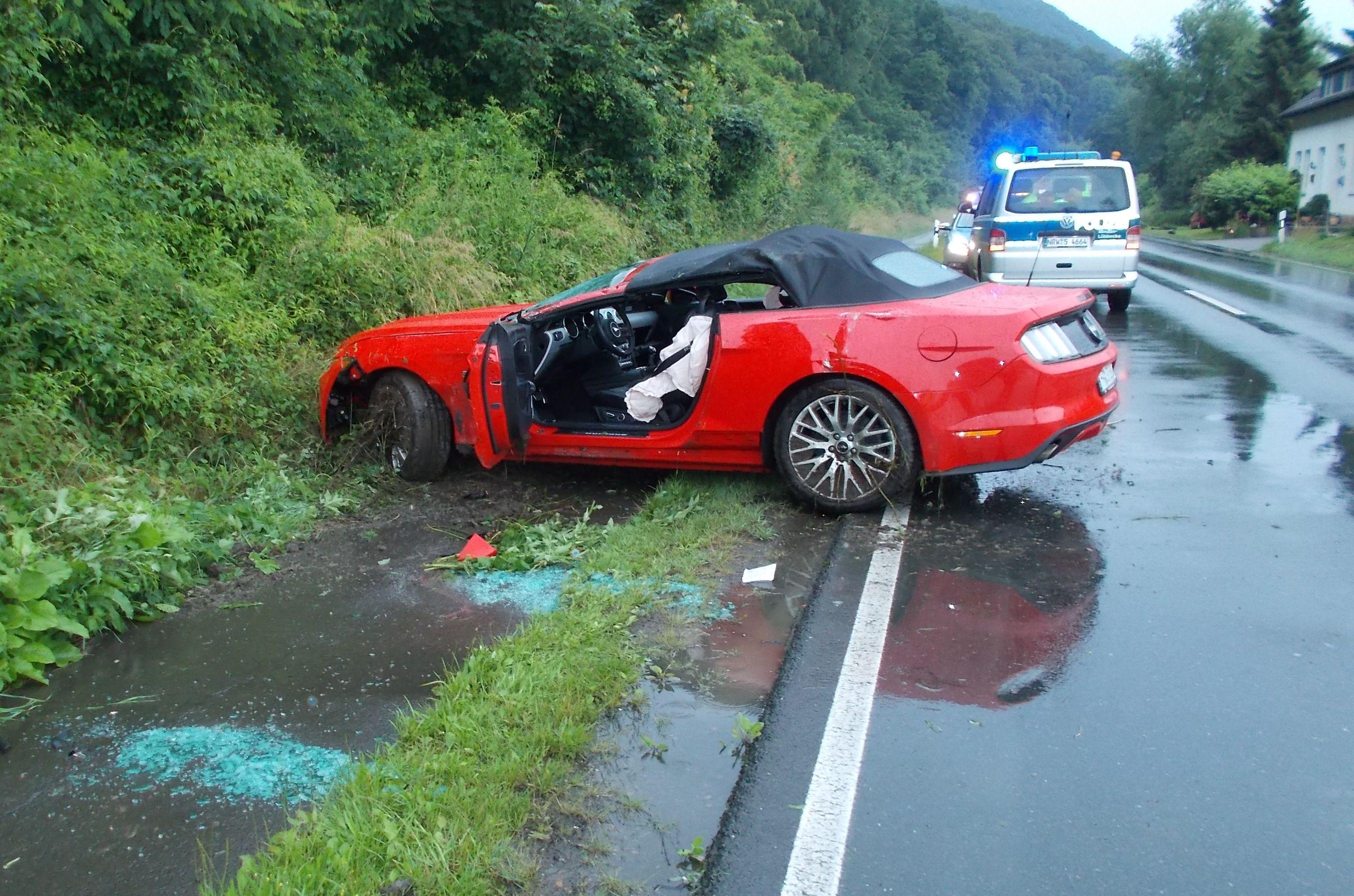 Auto überschlägt sich (Foto: OTS)