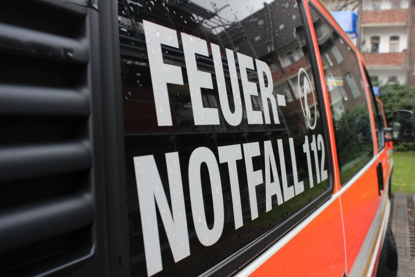Zimmerbrand mit Menschenrettung in Düsseldorf-Rath (Foto: xity)