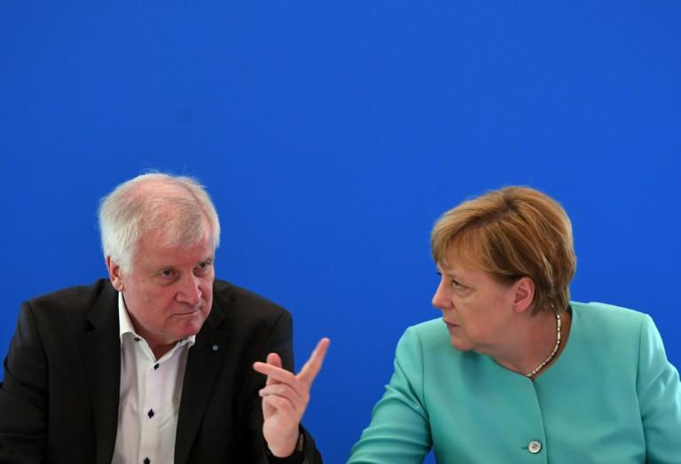 CDU und CSU hissen in Potsdam die Versöhnungsfahne (© 2016 AFP)