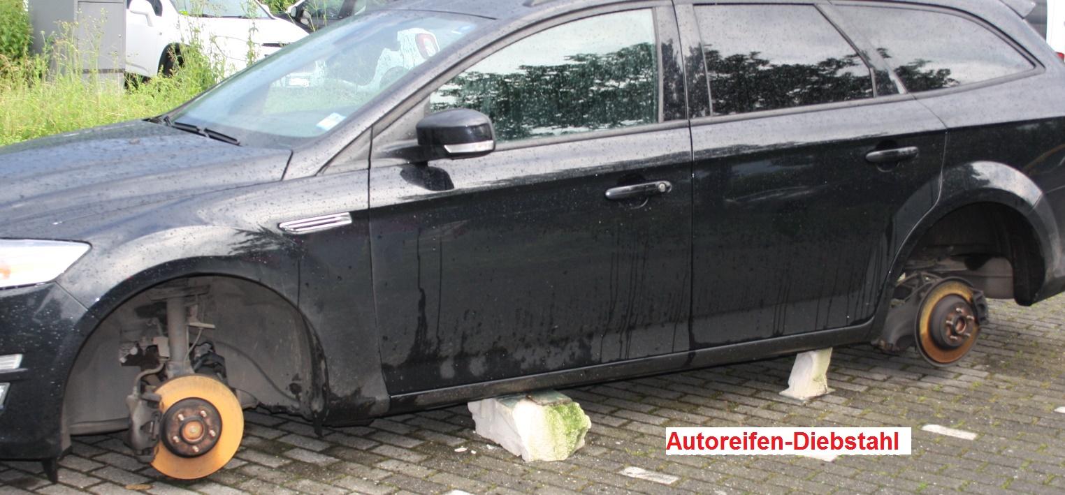 Zwei Autos aufgebockt (Foto: OTS)