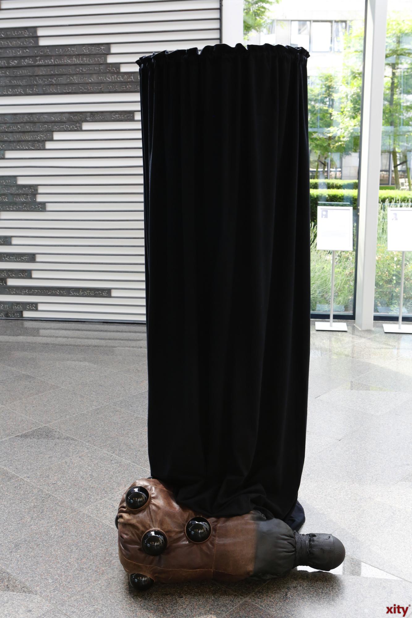 Die Empfangshalle wird zur Ausstellungsfläche (Foto: xity)