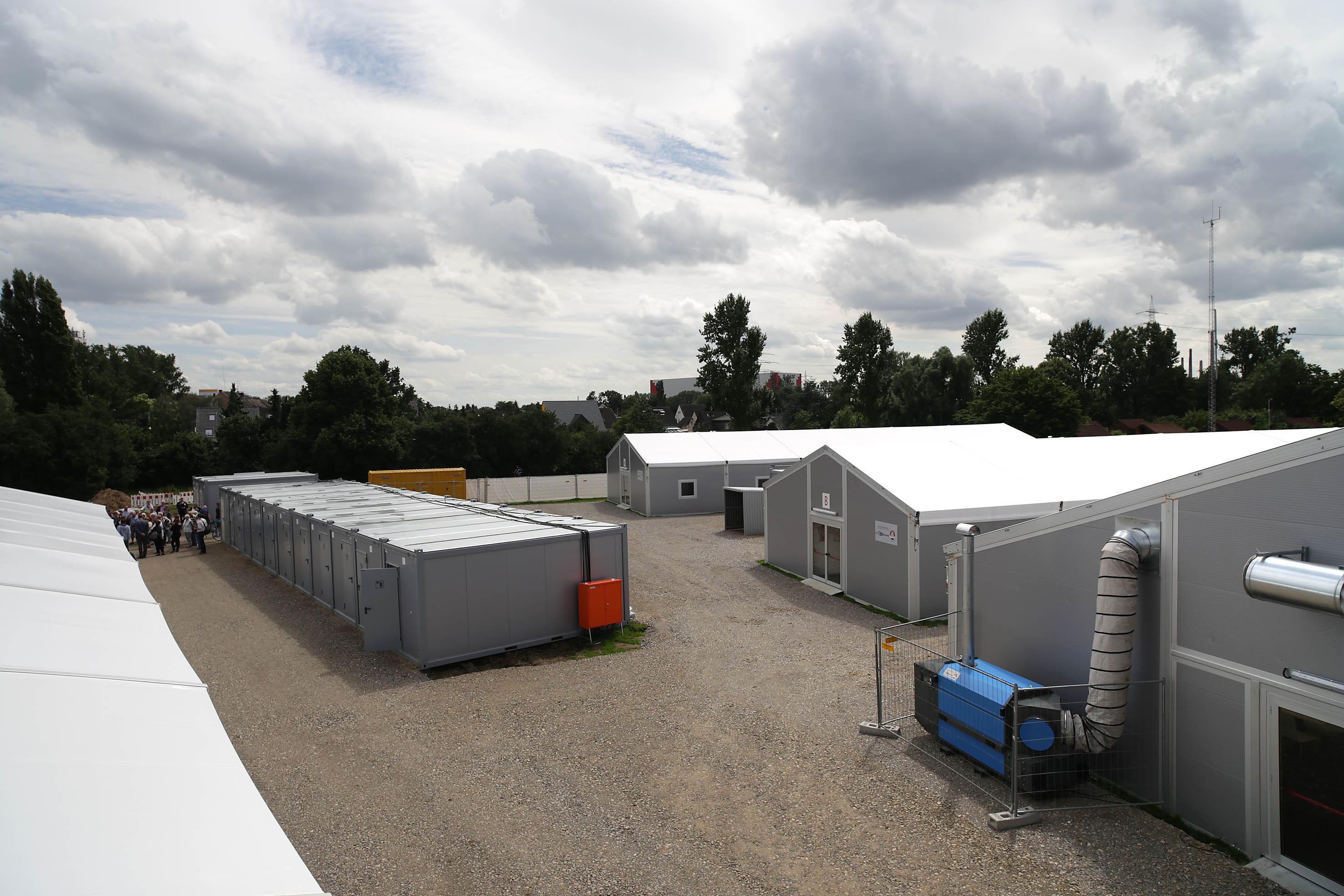 Neue Leichtbauhallen für 192 Flüchtlinge an der Further Straße (Foto: Stadt Düsseldorf/Ingo Lammert)