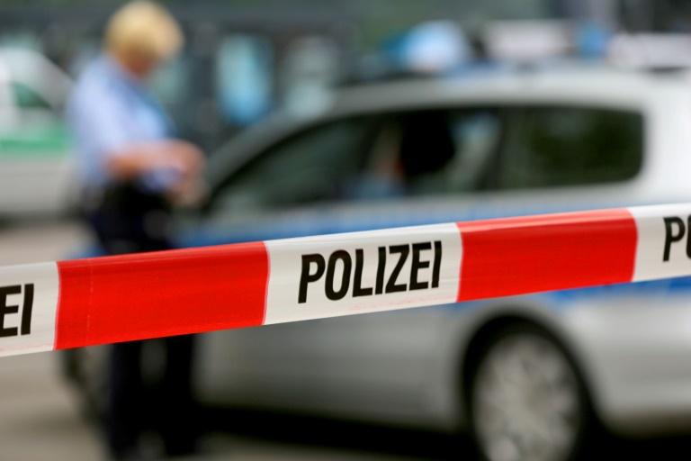 Auto schleudert gegen Hauswand - und wird verschlossen zurückgelassen (© 2016 AFP)