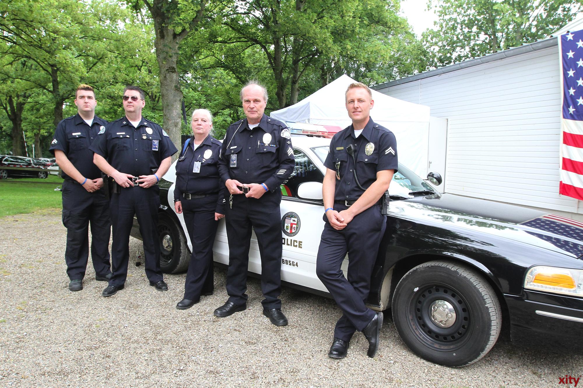 Die Police-Vehicel-Owners-Group stellte sogar ein typisch amerikanisches Polizeiauto vor dem Teehaus auf (Foto: xity)