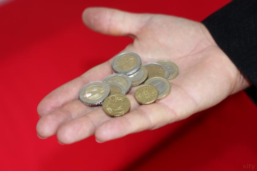 Zum 1. Januar 2017 soll der gesetzliche Mindestlohn in Deutschland auf 8,84 Euro pro Stunde steigen (Foto: xity)